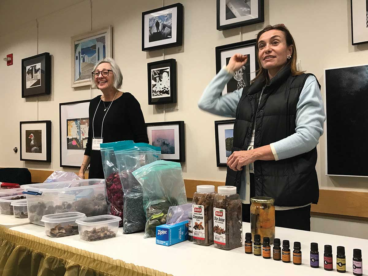 Garden Club of Woodbridge Makes Potpourri